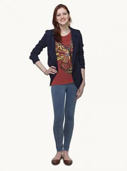 Graphic t-shirt with blazer and skinny jeans