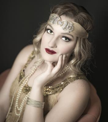 Flapper with headband and pearls