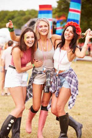 friends hanging out at music festival