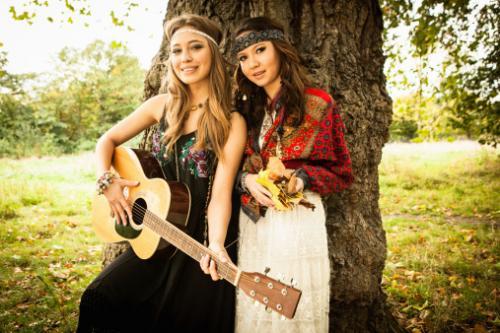 girls together at festival