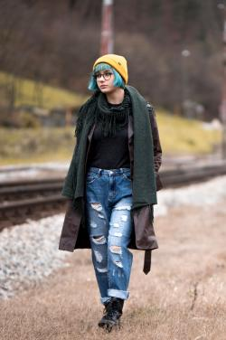 Girl wearing alternative grunge hipster fashion