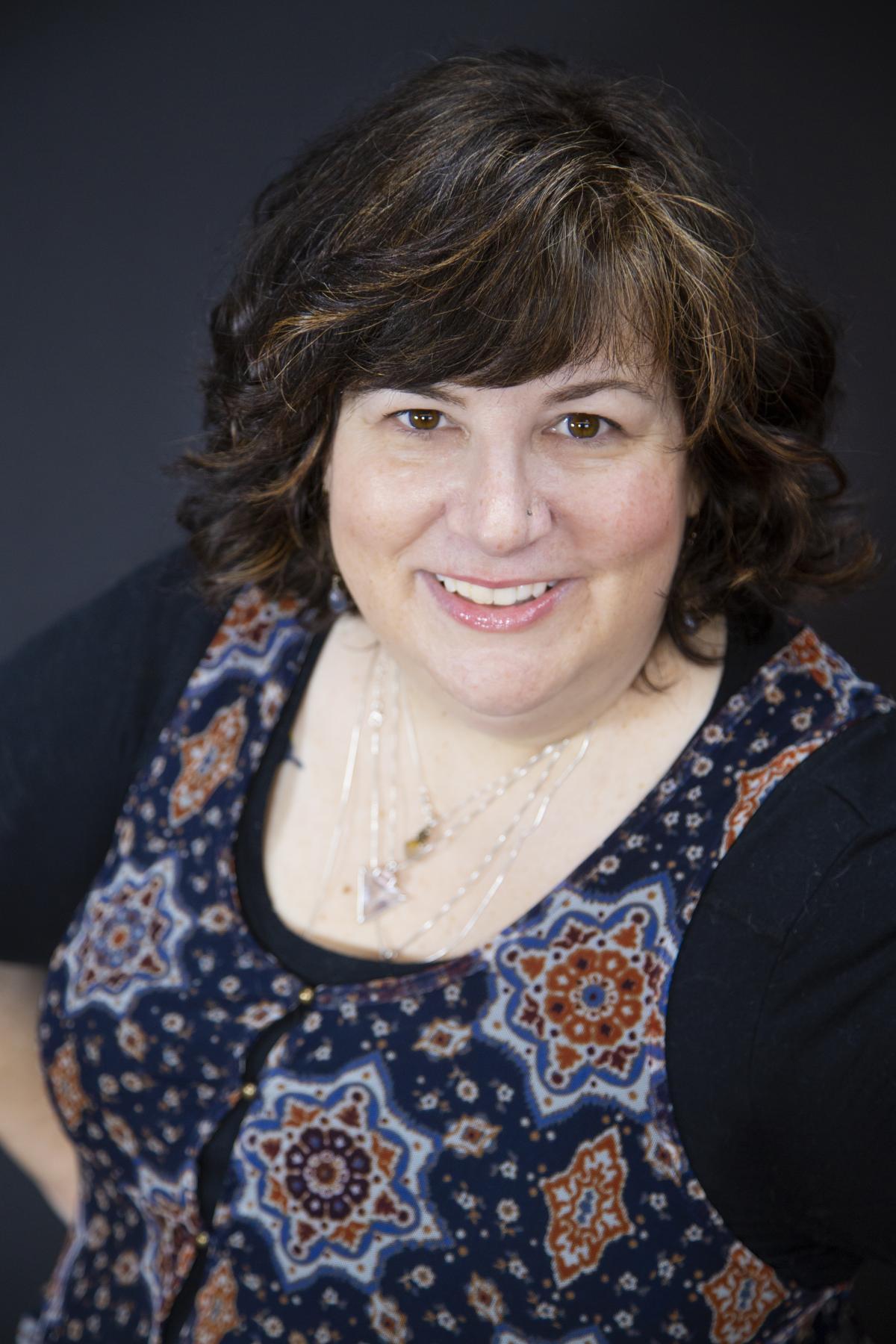 Karen Frazier, Escritora