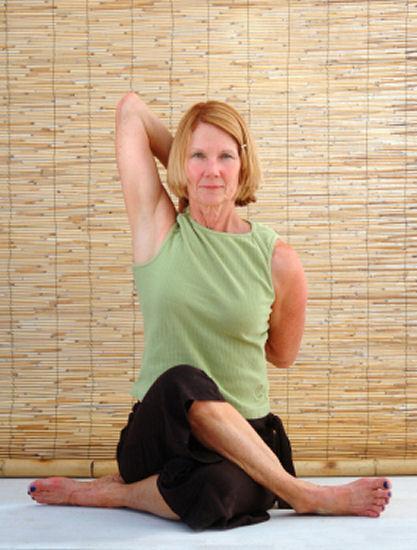 https://cf.ltkcdn.net/yoga/images/slide/121899-417x550-Cow_Face_Pose2.jpg