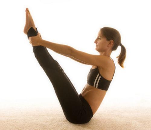 https://cf.ltkcdn.net/yoga/images/slide/121901-500x430-Boat_pose.jpg