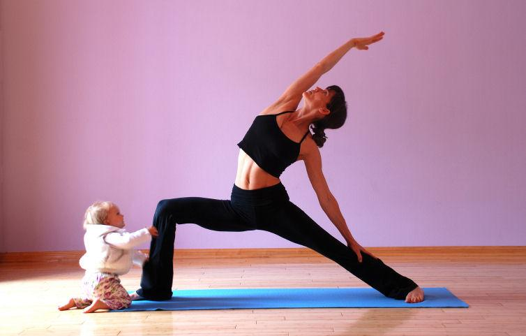https://cf.ltkcdn.net/yoga/images/slide/122103-754x481-pmommyandbaby.jpg