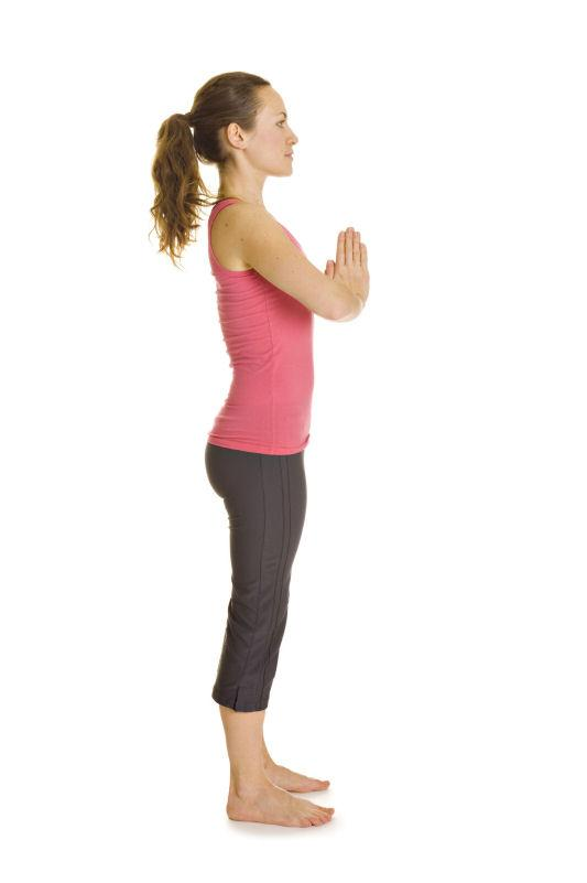 https://cf.ltkcdn.net/yoga/images/slide/141831-533x801r1-Mountain-Pose-hands-in-Namaste.jpg