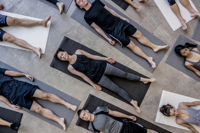 https://cf.ltkcdn.net/yoga/images/slide/225176-703x469-Restorative-Yoga-Corpse-Pose.jpg