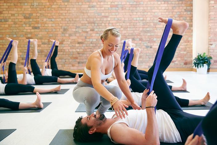 https://cf.ltkcdn.net/yoga/images/slide/225183-704x469-Hand-to-big-Toe-Pose.jpg