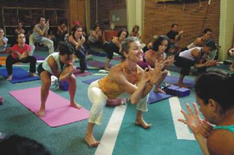 Yoga_class_at_Kripalu.jpg