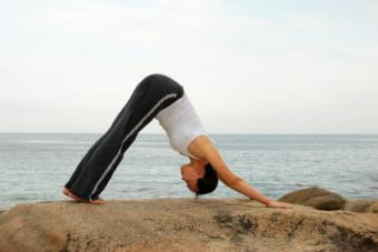 Loose Yoga Pants Buying Guide for Women