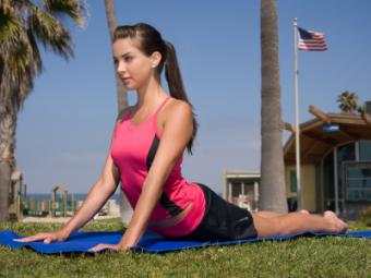 4 Yoga Poses to Reduce Hip and Tummy Flab