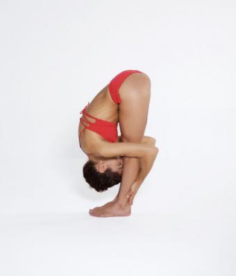 https://cf.ltkcdn.net/yoga/images/slide/121964-600x700-Standing-Forward-Bend.jpg