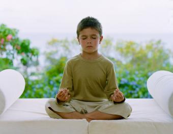 https://cf.ltkcdn.net/yoga/images/slide/121968-850x659-Boy-in-lotus.jpg