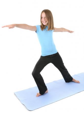 https://cf.ltkcdn.net/yoga/images/slide/121973-633x850-Child-in-Warrior.jpg