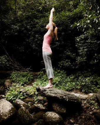 https://cf.ltkcdn.net/yoga/images/slide/121976-681x850-Arms-overhead.jpg