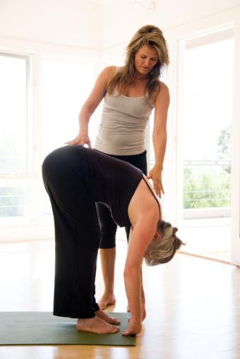 https://cf.ltkcdn.net/yoga/images/slide/121977-568x850-Forward-Bend.jpg