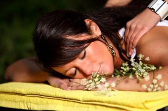 https://cf.ltkcdn.net/yoga/images/slide/121989-800x531-spa-treatment.jpg