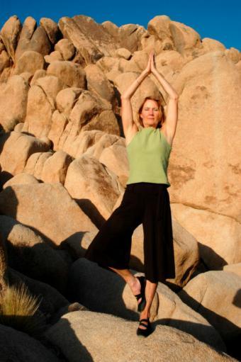 https://cf.ltkcdn.net/yoga/images/slide/121995-532x800-Senior-woman-in-Tree-Pose.jpg