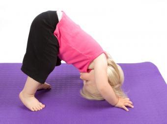 https://cf.ltkcdn.net/yoga/images/slide/122011-800x596-Downward-Facing-Dog-Child.jpg