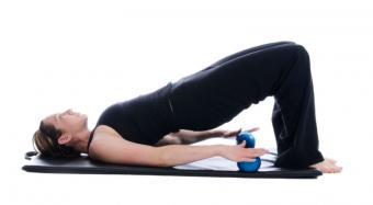 https://cf.ltkcdn.net/yoga/images/slide/122017-800x441-Modified-Bridge-Pose.jpg