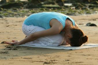 https://cf.ltkcdn.net/yoga/images/slide/122089-800x532-Advanced_child%27s_pose.jpg