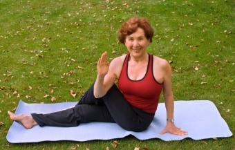 https://cf.ltkcdn.net/yoga/images/slide/122118-816x521-twist2.jpg