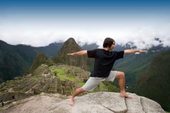 https://cf.ltkcdn.net/yoga/images/slide/141837-800x532r1-Warrior-I.jpg