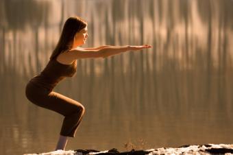 https://cf.ltkcdn.net/yoga/images/slide/149564-849x565-chair.jpg