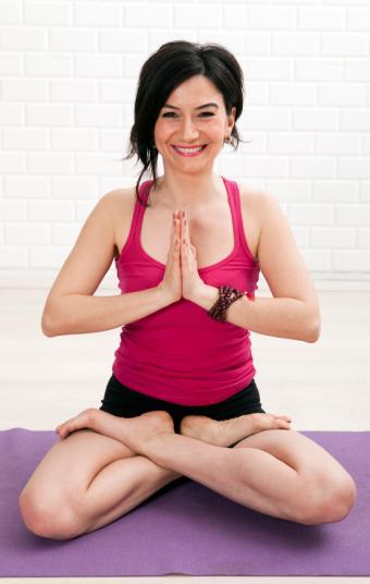 https://cf.ltkcdn.net/yoga/images/slide/149570-539x850-lotus.jpg