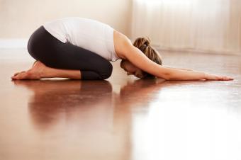https://cf.ltkcdn.net/yoga/images/slide/149576-849x565r1-child%27s-pose.jpg