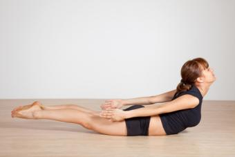 https://cf.ltkcdn.net/yoga/images/slide/159421-480x320-dt-locust.jpg