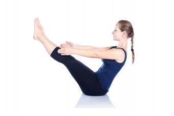 https://cf.ltkcdn.net/yoga/images/slide/181370-849x565-Boat-Yoga-Pose.jpg