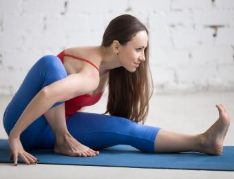 https://cf.ltkcdn.net/yoga/images/slide/202902-850x649-Marichi-1-seated-twist.jpg