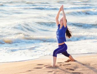 https://cf.ltkcdn.net/yoga/images/slide/202912-850x649-Warrior-1-position.jpg
