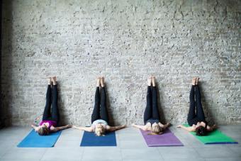 https://cf.ltkcdn.net/yoga/images/slide/225181-704x469-Legs-up-the-Wall-Pose.jpg