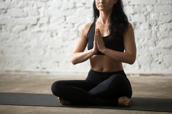 https://cf.ltkcdn.net/yoga/images/slide/225186-704x469-Easy-pose.jpg