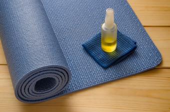 Yoga Mat Spray: DIY Steps + Already Made Products