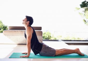 4 Men's Yoga Clothing Retailers + Buying Tips