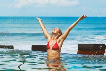 Upward salute in the pool