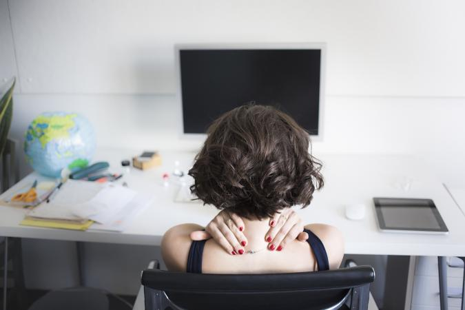 woman at desk with neck pain
